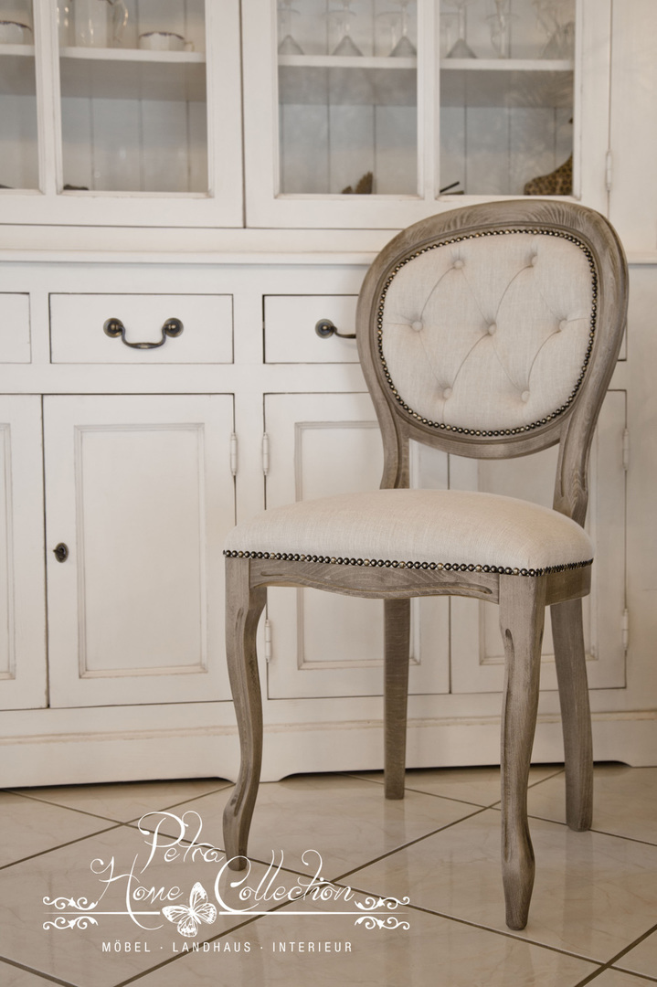 Elegant Dining Room Chair With Buttons